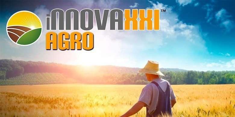 logo innova xxi agro sobre fondo campo de trigo con agricultor